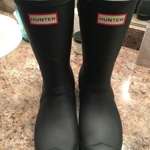 Women's size 9 black hunter rain boots (short)